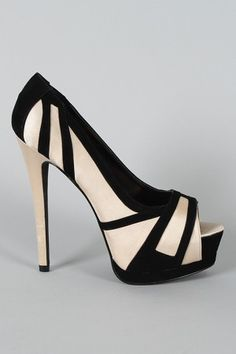 Black and cream peep toe pumps Dream Shoes, Crazy Shoes, Me Too Shoes, Funky Shoes, Hot Shoes, Pump Shoes, Shoes Heels, High Heels, Pretty Shoes