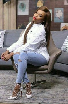 Bonang Matheba white shirt, white heels and distressed jeans! Casual Outfits, Cute Outfits, Fashion Outfits, Fashion Ideas, Diy Ripped Jeans, Afrocentric Clothing, Fashion Network, Classy Casual, Celebrity Look