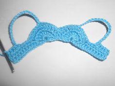 Eu usei linha Cléa e agulha de croche de 1,25 mm ( nº 4)   Iniciei com 32 correntinhas e mais duas para virar.           1ªcarreira: 1...