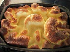 Рецепт ленивых финских блинов паннукакку (рannukakku) порадует всех любителей необычной выпечки и национальной кухни! Особенность этого блюда в том, что блины пекутся в духовке одним пластом. Финны подают его, нарезав на кусочки или свернув рулетом. Получается, что самый трудоемкий процесс ис