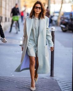 6 идей, как выглядеть стильно в офисе, не нарушая дресс-код   Прощай, шпилька!   Яндекс Дзен Parka, Streetwear, Christine Centenera, Fashion Line, Fashion Coat, Women's Fashion, Urban Chic, Colourful Outfits, Paris Fashion
