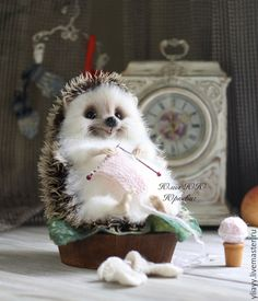 the cutest! this is the type hedgehog I want to make ! Amazing Animals, Super Cute Animals, Cute Little Animals, Cute Funny Animals, Happy Hedgehog, Hedgehog Pet, Cute Hedgehog, Needle Felted Animals, Felt Animals