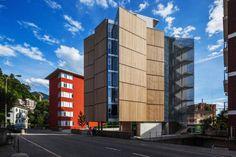 Edificio residencial en Suiza. Casa Pico : Angelo Bucci // Perspectiva peatonal PB + caja de escaleras translucida