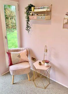 Home Beauty Salon, Home Nail Salon, Nail Salon Design, Nail Salon Decor, Beauty Salon Decor, Salon Interior Design, Modern Nail Salon, Spa Room Decor, Beauty Room Decor