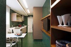 Após reforma, apê tem decoração 'na medida' e cozinha ousada em verde - Casa e Decoração - UOL Mulher