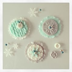 Winter cupcake fondant decorations by Hana Rawlings