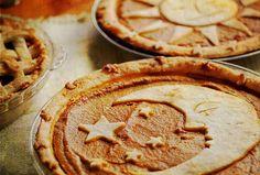 Nice decorating idea for a Pumpkin Pie...