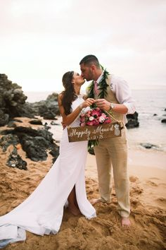 Happily Maui'd wooden wedding sign - Anna Kim Photography