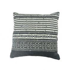 Jania párna, fekete-fehér – Díszpárna - ID Design Kiegészítők - Textil 11 000