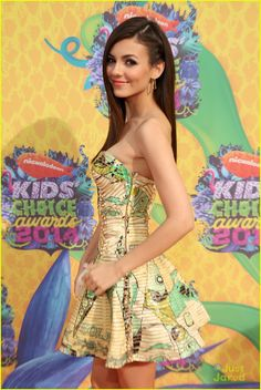 Victoria Justice Photos - Actress Victoria Justice attends Nickelodeon's Annual Kids' Choice Awards held at USC Galen Center on March 2014 in Los Angeles, California. - Victoria Justice Photos - 2610 of 5461 Hottest Female Celebrities, Celebs, Victoria Justice Zoey 101, Kids Choice Awards 2014, Young And Beautiful, Beautiful Females, Red Carpet Looks, Hot Girls, Strapless Dress
