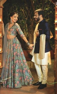 Browse photos, outfit & decor ideas & vendors booked from a real Marwari Modern & Stylish wedding in Jaipur. Indian Engagement Outfit, Engagement Outfits, Wedding Lehenga Designs, Simple Pakistani Dresses, Indian Wedding Photography Poses, Indian Bridal Outfits, Dress Indian Style, Indian Wear, Groom Outfit