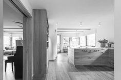 #Küche im alpinen Raum mit #BORA #Muldenlüftung #Holz #Rüster #Ulme #Arbeitsfläche #Stahl. TISCHLEREI SOMMER die #Massívholzmanufaktur