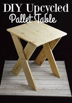 Pallet Table Project - Do you love a good pallet project like I do? If so you will LOVE this Pallet Table! It's quick and easy to make and works in…