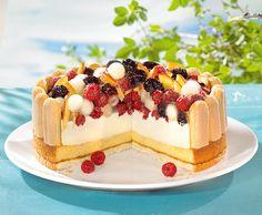 Fruchtige Quarktorte -  Eine cremige Torte mit gemischtem Obst für die festliche Kaffeetafel