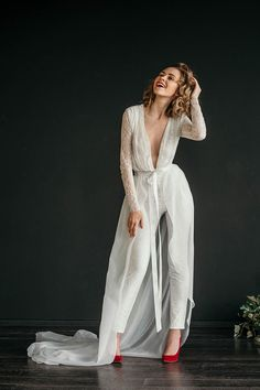MANU JUMPSUIT // Sexy and sleek lace wedding jumpsuit, bridal jumpsuit, fitted leg, long lace sleeve MANU JUMPSUIT / / Sexy und schlanke Spitze Hochzeit Overall Braut Wedding Pantsuit, Wedding Suits, Lace Wedding, Wedding Gowns, Wedding Blog, Wedding Ideas, Wedding Planning, Tomboy Wedding Dress, Wedding Hair