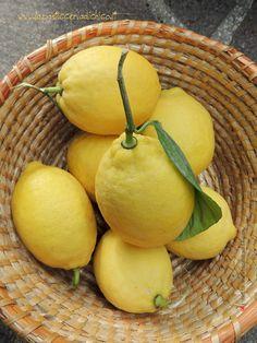 I limoni della mia pianta usati per fare la Frutta candita a freddo...! Trovate le indicazioni su come procedere, qui: http://www.lapasticceriadichico.it/2014/12/frutta-candita-freddo.html