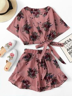 Floral print knot side crop top with shorts -shein(sheinside) dress clothes Pajama Outfits, Crop Top Outfits, Cute Casual Outfits, Cute Summer Outfits, Pretty Outfits, Two Piece Outfits Shorts, Teen Fashion Outfits, Cute Fashion, Outfits For Teens