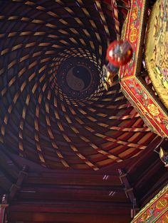 In the main hall of the Ling-Guang Temple, smoke from incense is guided away by this octagonal wind scoop in the ceiling. This type wooden spiral ceiling is extremely rare.