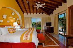 Элегантные сьюты с одной спальней предлагают гостям виды на сады отеля Каса Велас, а также на зеленые поля для гольфа. Кроме того, в каждой ванной комнате вас ждет джакузи из итальянского мрамора.
