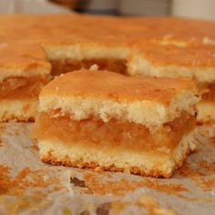 Prajitura cu mere reteta prajitura turnata - Rețete Papa Bun Romanian Desserts, Romanian Food, No Cook Desserts, Dessert Recipes, Homemade Sweets, Cakes And More, Food To Make, Sweet Treats, Deserts