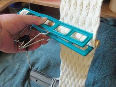 TOM MACHINE KNITTING GUY: an alternative to combs and weights? Pants hanger + wooden dowel