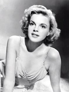 We Had Faces Then — Remembering Judy Garland on her birthday (June 10,... Hollywood Icons, Golden Age Of Hollywood, Vintage Hollywood, Hollywood Glamour, Hollywood Stars, Classic Hollywood, Hollywood Actresses, Hollywood Divas, Hollywood Cinema