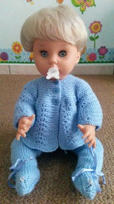 My pedigree baby also home today. Knitting Dolls Clothes, Baby Doll Clothes, Doll Clothes Patterns, Doll Patterns, Clothing Patterns, Print Patterns, Knitting Ideas, Knitting Patterns, Tiny Tears Doll