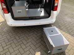 MICA Camperbox met zit, keuken en bed module! - 3DotZero Automotive BV Volkswagen Caddy, Kangoo Camper, Van Home, Day Van, Mini Camper, Van Camping, Stainless Steel Sinks, Water Supply, Water Tank