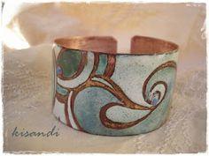 Enamelled cuff. http://kisandrea.blogspot.com.es/