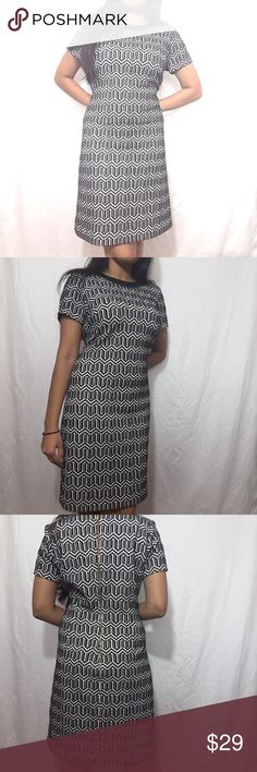 """Banana Republic Black&White Geometric Dress Sz 6 ♡ Soft and comfortable  ♡Golden zipper  ♡Stretchy   ♡Length: ~35"""" ♡ Sleeves:~6.5"""" ♡Hip:~19"""" ♡underarm to underarm: ~17.5""""  ♡Pre-owned; great condition, no stain, tear, or rips. ♡Due to studio lighting, product be may lighter or darker in pictures.  OFFERS ARE WELCOME Banana Republic Dresses Midi"""