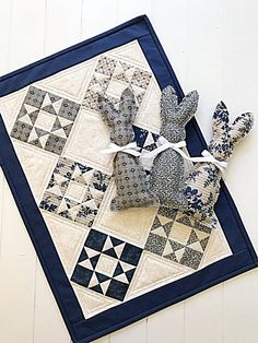 Quilt Pattern PDF Doll Quilt Pattern Mini Quilt Table Runner with Bunny template. farmhouse decor