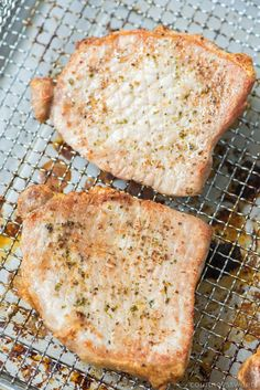 Air Fryer Pork Chops that are so juicy you'll think they came right off the grill! The pork chop seasoning is so good you can use it on any cut of meat. Air Fryer Recipes Asian, Air Fryer Recipes Steak, Air Fryer Recipes Asparagus, Air Fryer Recipes Appetizers, Air Fryer Recipes Vegetables, Air Fryer Dinner Recipes, Grilled Tenderloin, Pork Chop Seasoning, Thin Pork Chops