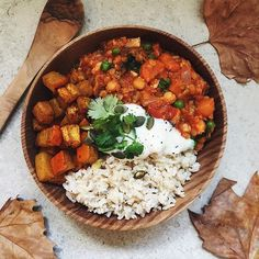 This weather definitely calls for a big bowl of warm lentil and chickpea curry with roasted pumpkin, rice and a big dollop of @alpro yogurt 😍 I hope you are all having a lovely Sunday 💕 #breakfast #raw #vegan #vegansofig #veganfood #veganfoodshare #veganfoodporn #bananaicecream #smoothie #smoothiebowl #nicecreambowls #nanaicecream #protein #healthy #healthyfood #food #foodporn #foodie #foodlover #plantbased #creultyfree #eatclean #cleaneating #fitness #foodshare #igfood #instafood…