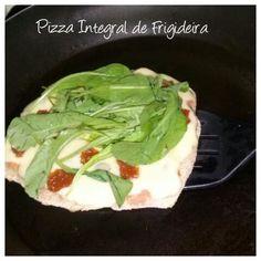PIZZA INTEGRAL DE FRIGIDEIRA -  Queijo Minas Padrão, Tomates secos e rúcula.