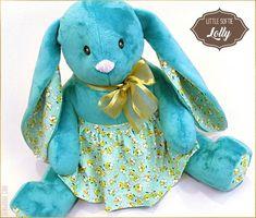 Adorable free bunny plush pattern! Animal Sewing Patterns, Stuffed Animal Patterns, Sewing Patterns Free, Free Sewing, Stuffed Animals, Free Pattern, Plush Pattern, Bag Patterns, Clover Pom Pom Maker