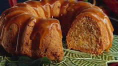 Bring all your favorite flavors of fall into one delicious Harvest Pound Cake. It's a cozy coming-together of fresh apples, chopped nuts and caramel that no one can resist. Prep time is only 20 minutes, and this delicious apple harvest pound cake with caramel glaze is worth it! Just Desserts, Delicious Desserts, Dessert Recipes, Yummy Food, Fall Desserts, Sweet Desserts, Dinner Recipes, Cupcakes, Cupcake Cakes