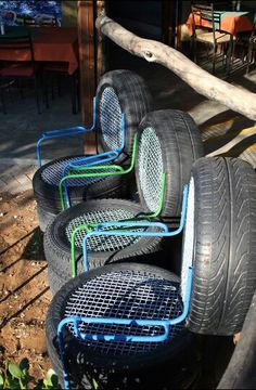 Nice garden chairs from tires Tire Furniture, Diy Garden Furniture, Recycled Furniture, Tire Playground, Outdoor Playground, Tire Craft, Reuse Old Tires, Tire Planters, Hanging Beds