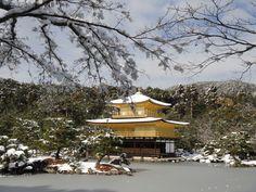 雪の金閣寺  Rokuonji temple, popularly-called Kinkaku-ji (Golden Pavilion), with snow.