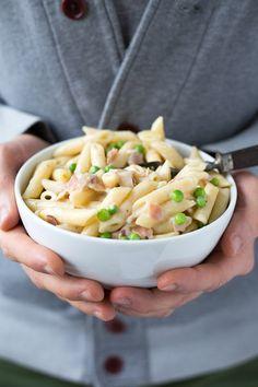 Dieses Rezept für One Pota Pasta mit Schinken-Sahne-Sauce ist super schnell und einfach! In nur 20 Minuten fertig und sooo lecker - Kochkarussell.com