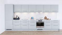 Trend Blue Mist on pieni mutta tehokas keittiö, jossa on paljon säilytys- ja työtilaa. Ovien persoonallisen sininen sävy sopii hyvin yhteen vaalean työtason ja tyylikkään marmorin kanssa.