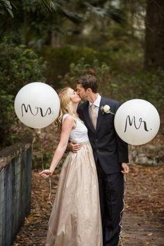 kate spade inspired wedding - mr and mrs balloons