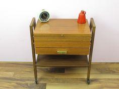 Vintage Nähkästchen Nähkasten Nähwagen / Mid Century / Design / Holz | 50er von ShabbRockRepublic auf Etsy