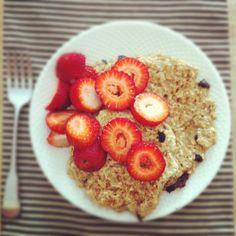Peanut Butter Oatmeal Dark Chocolate Chip Pancakes w/ Strawberries - no dairy  cute blog.