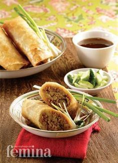 Lumpia Semarang from Capital of Central Java: Semarang City Indonesian Desserts, Indonesian Cuisine, Indonesian Recipes, Crescent Cookie Recipe, Deep Fried Tofu, Malay Food, Lumpia, Asian Recipes, Ethnic Recipes