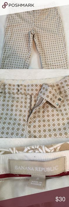 "Banana Republic Khaki White Print Cropped Pants Gorgeous like new cropped pants. These are so soft with good stretch. Hook and zip closure. Two front pockets and two faux back pockets. Material - 98% Cotton 2% Elastane. Approximate Measurements - Waist (lying flat) 16-1/2"" Inseam 26"" Rise 9"". T4 Banana Republic Pants Ankle & Cropped"