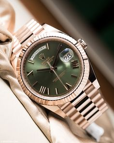Beautiful rolex in everose gold and green dial. Pic by… - - Fascinating watch! Beautiful rolex in everose gold and green dial. Pic by… Fascinating watch! Beautiful rolex in everose gold and green dial. Elegant Watches, Stylish Watches, Cool Watches, Dream Watches, Rolex Watches For Men, Luxury Watches For Men, Men's Watches, Rolex Day Date, Men Accessories