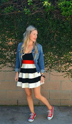Trendy how to wear red converse outfits chic Ideas Red Converse Outfit, Red Chucks, Dress With Converse, White Converse, Skinny Jeans Casual, Umbrella Skirt, Cute Skirt Outfits, How To Wear Sneakers, Warm Weather Outfits