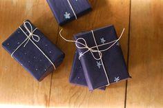 envoltura de regalos con estrellas