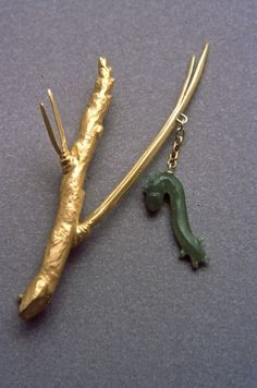 Mielle Harvey: Inchworm on Pine Needle, 2001 (3in, carved jade, 18k gold)