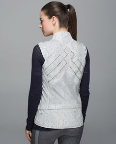 Need a lesson in the art of layering? We designed this loose-fitting vest with lightweight, water-resistant fabric and plenty of pockets to help keep the warmth in, the wind out and all of your essentials in place. Don't worry, Picasso, we'll be sending out notes after class.